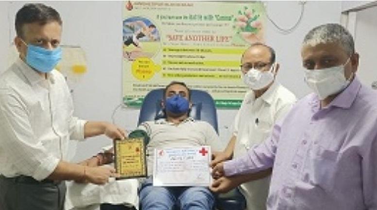 शहर के अरुण कुमार ने सातवीं व रवींद्र नाथ महतो ने छठी बार किया प्लाज्मा दान